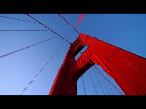 Welche Farbe hat die Golden Gate Bridge?