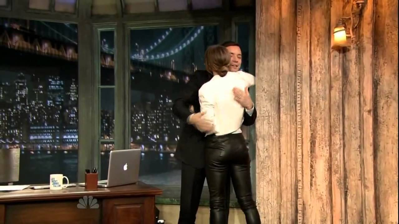 Jessica biel is shaking her booty on ellen - 1 part 7