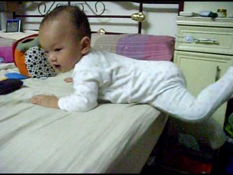 Baby (1 Year Old) Know How to Get Down Frm The Bed