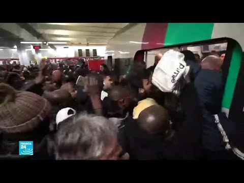 يحدث في باريس..تدافع وقتال لركوب القطار  - نشر قبل 2 ساعة