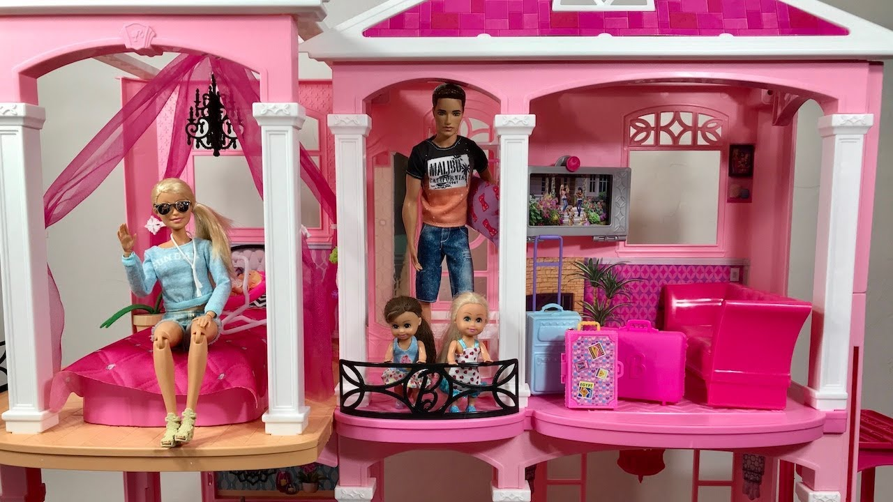 Barbie Dream House Pink Family Vacation Part 1