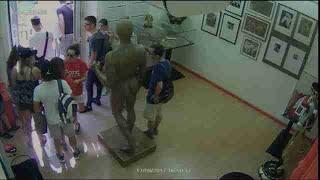Una cámara de seguridad capta el momento del atentado en las Ramblas de Barcelona