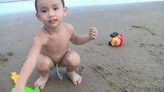 Bên bãi sau Vũng Tàu - Phần 1: Vui chơi với cát biển