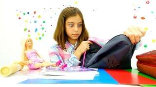 В школу с Барби - что у подружки Вики в рюкзаке? Приключения Барби - Мультики для девочек