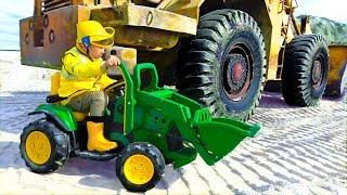 Сеня Помогает Раскопать Сломанный Трактор