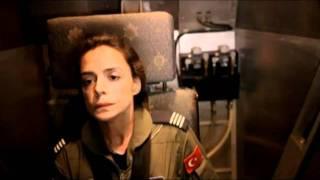 Özge Özpirinçci ve Anadolu Kartalları (MJ Remix)