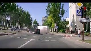 Rụng Tim Cận Cảnh Xe ô Tô Chạy Tốc độ Cao đâm Trực Diện Vào Nhau- Cái Kết Cay đắ