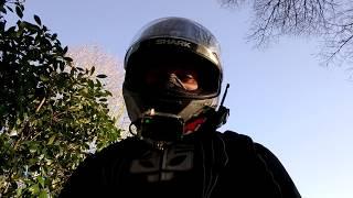 VUE A MOTO #1 SA PART EN COUILLE