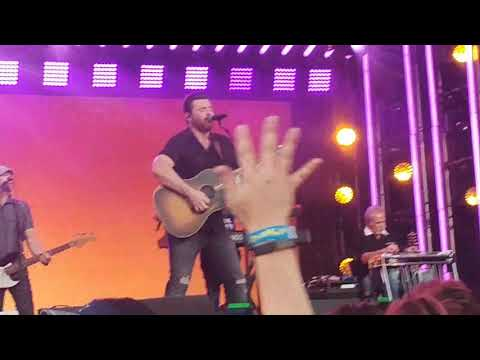 Chris Young -Getting You Home -Jimmy Kimmel 10-24-17