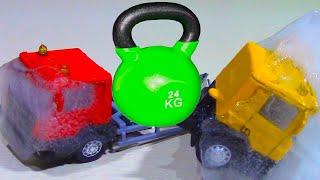 Грузовые Машинки Во Льду! Замораживаем И Давим / Выдержат Ли Машины 24 Кг? Car Toys Frozen