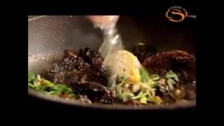 Рецепты от Гордона Рамзи Куриные грудки под грибным соусом из сморчков