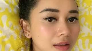 Download Video Video Singkat Ciuman Mesra Aura Kasih Dengan Pria Tak Di Kenal Tersebar MP3 3GP MP4