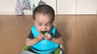 【むしゃかわいい♡おにぎりを食べる小坊主】1歳5ヶ月!