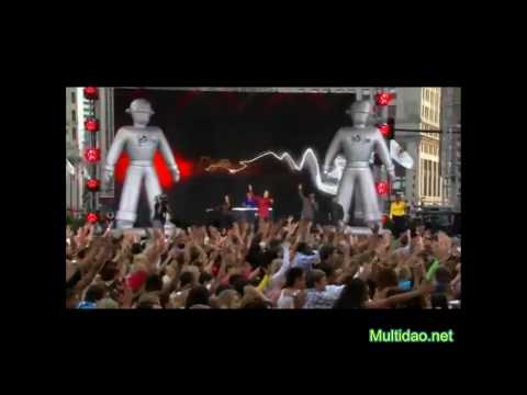 Chorégraphie record 20000 fans Flash mob - Black Eyed Peas I Gotta Feeling.
