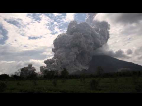 Volcano explosive eruption - Mt Sinabung, Sumatra, Indonesia, 31/10/2015
