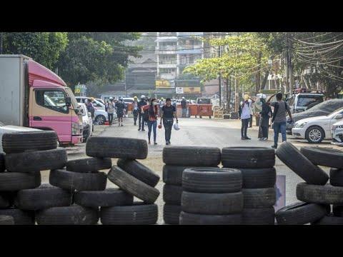 شاهد: المتظاهرون في ميانمار يحرقون إطارات العجلات ويلصقون لافتات العسكريين على الأرض لوقف الشرطة…  - نشر قبل 5 ساعة
