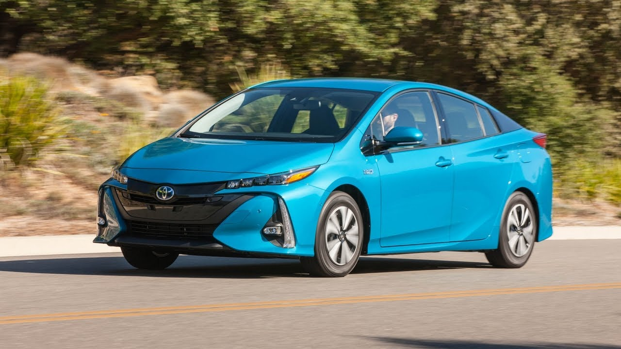 must see 2017 toyota prius three touring instrumented test youtube. Black Bedroom Furniture Sets. Home Design Ideas