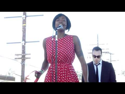 Fitz and the Tantrums - Breaking the Chains of Love (Live at Sunset Junction 2010)