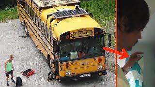 Эта семья живет в автобусе. Только посмотрите, как он выглядит внутри!