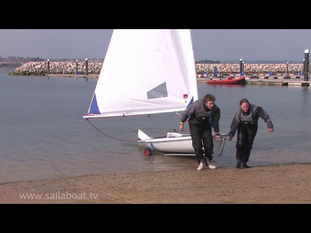 How to sail - Beach landing a single handed sailboat
