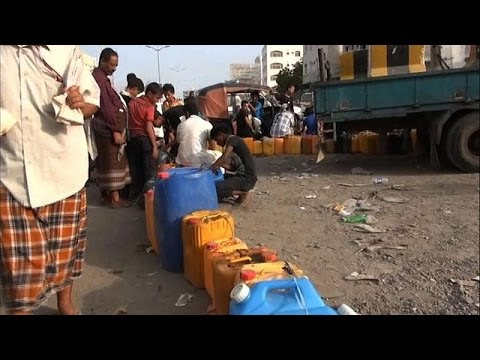 Aden residents queue for water and petrol