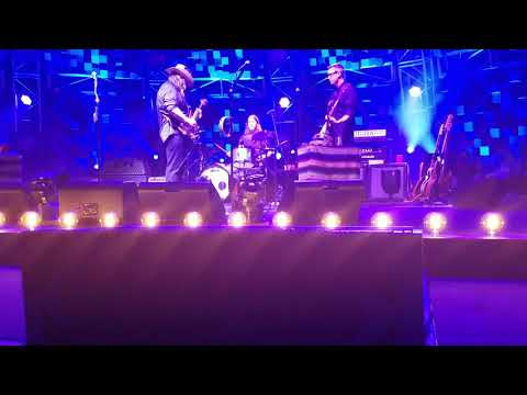 Chris Stapleton - **5 MINUTE GUITAR SOLO** I WAS WRONG, FRONT ROW PIT DTE- AUG 19, 2017