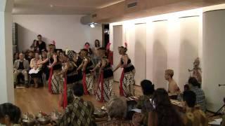 Tari Golek Sri Rejeki - Dance group Sinar Anyar & gamelan ensemble Wiludyeng (22 nov 2009)