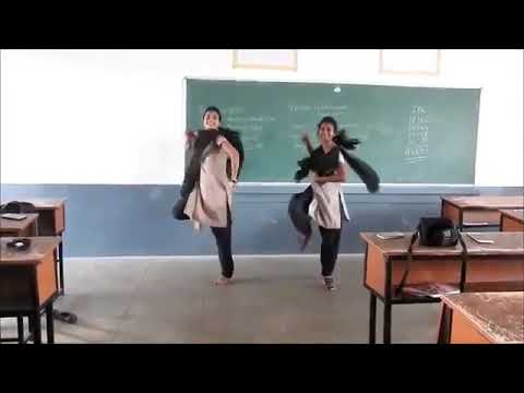 Guna Guna mamidi college girls dance