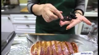 Как заправить мясо черносливом.