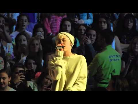 MILEY CYRUS CRYING ON STAGE - Sound Check Bangerz Tour Boston