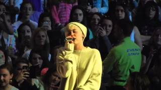 miley cyrus crying on stage sound check bangerz tour boston
