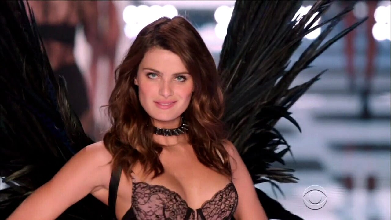 Isabeli Fontana Nude Photos 1
