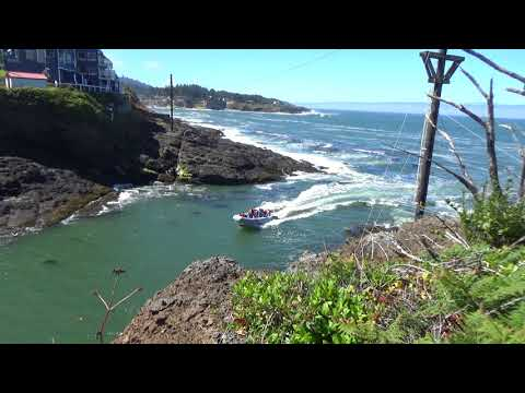 201708181116 - Boat Entering Depoe Bay Harbor  - Oregon Coast