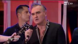 Morrissey canta