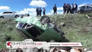 Խոշոր ավտովթար Թալինում  բախվել են Volkswagen ն ու «06» ը, վերջինը կողաշրջվելով հայտնվել է դաշտում