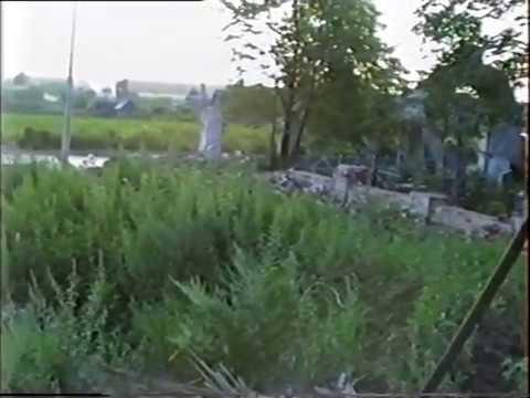 Разбор каменной стены разделяющей храмы. 1990 год. с. Воскресенское