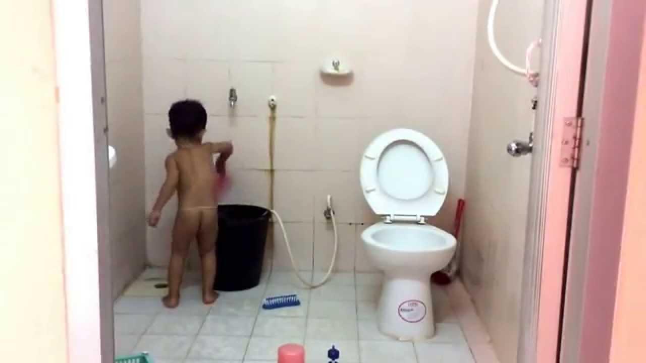 เด็กอาบน้ำ