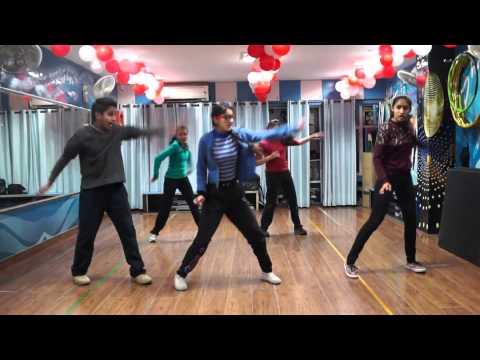 abhi toh party shuru hui hai dance...