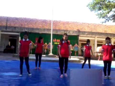 nhảy hiện đại lớp 11a1-phù cát 3