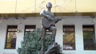 Памятник В  Высоцкому в Мелитополе(Памятник барду, композитору и актёру., 2013-08-08T05:08:01.000Z)