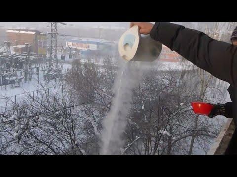 Air panas langsung beku seketika pada suhu -40°C di Siberia