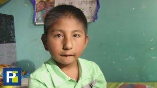 Nació sin brazos ni piernas, pero con una sorprendente fuerza de voluntad este niño vive sin agachar thumbnail