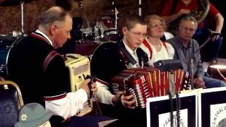 Colleen Waltz - The Wundrows at the 2013 Merrill Concertina Festival
