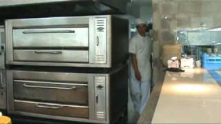 Horno De Pizza Pallomaro En Karens Pizza - Cali Colombia Haciendo Una Mini Pizza