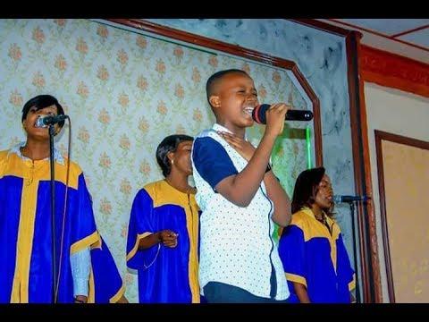 FR Emmanuel Musongo en feat avec son élève shekinah dans voici mon désir + je te donne mon coeur