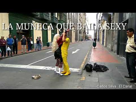 ¡ LA MUÑECA QUE BAILA SEXY ! Bailando en la calle