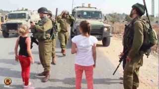 طفلة فلسطينية تواجه جنود الاحتلال - النبي صالح 2/11/2012