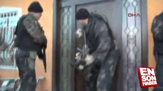 Police fails to batter down door, then asks to be let in by suspect