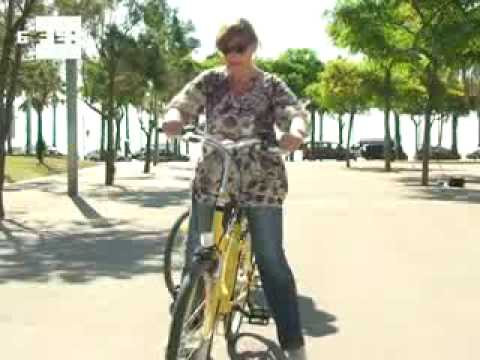 La bicicleta est de moda en barcelona youtube for Escuelas de moda en barcelona