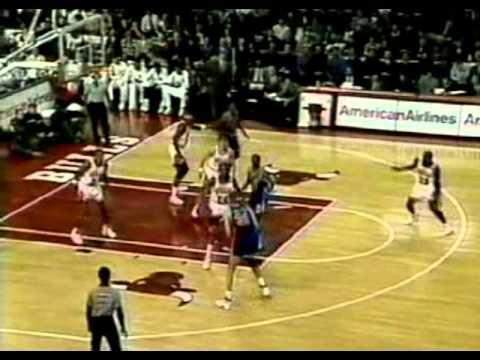 Sam Bowie (22pts) vs. Bulls (1992)